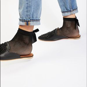 Free People Bow Fishnet Anklet